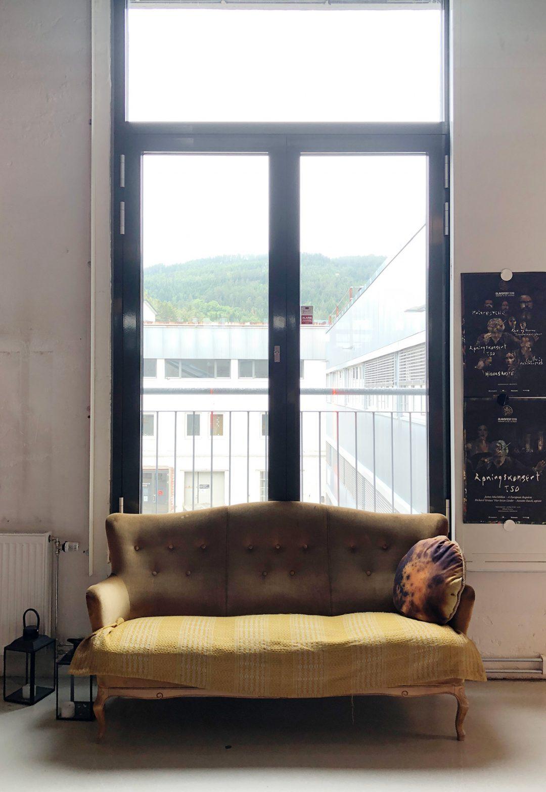 Den gule sofaen
