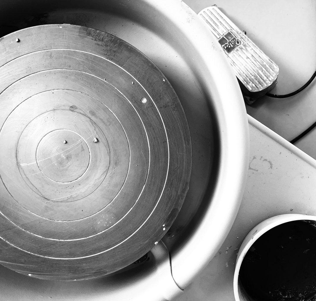 Bildet av en dreieskive for keramikk